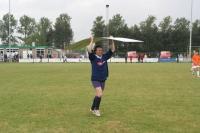 eric-met-een-bord-op-zijn-kop-imediate-cup-2006-028